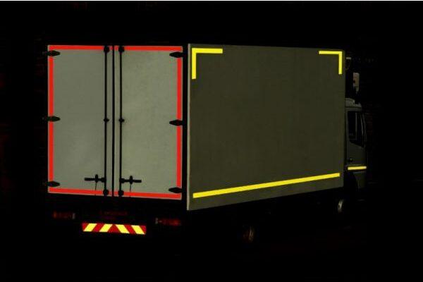 Nastro adesivo omologato retroriflettente 3M™ Diamond Grade 983 per la bordatura dei veicoli (Rosso, Bianco o Giallo)